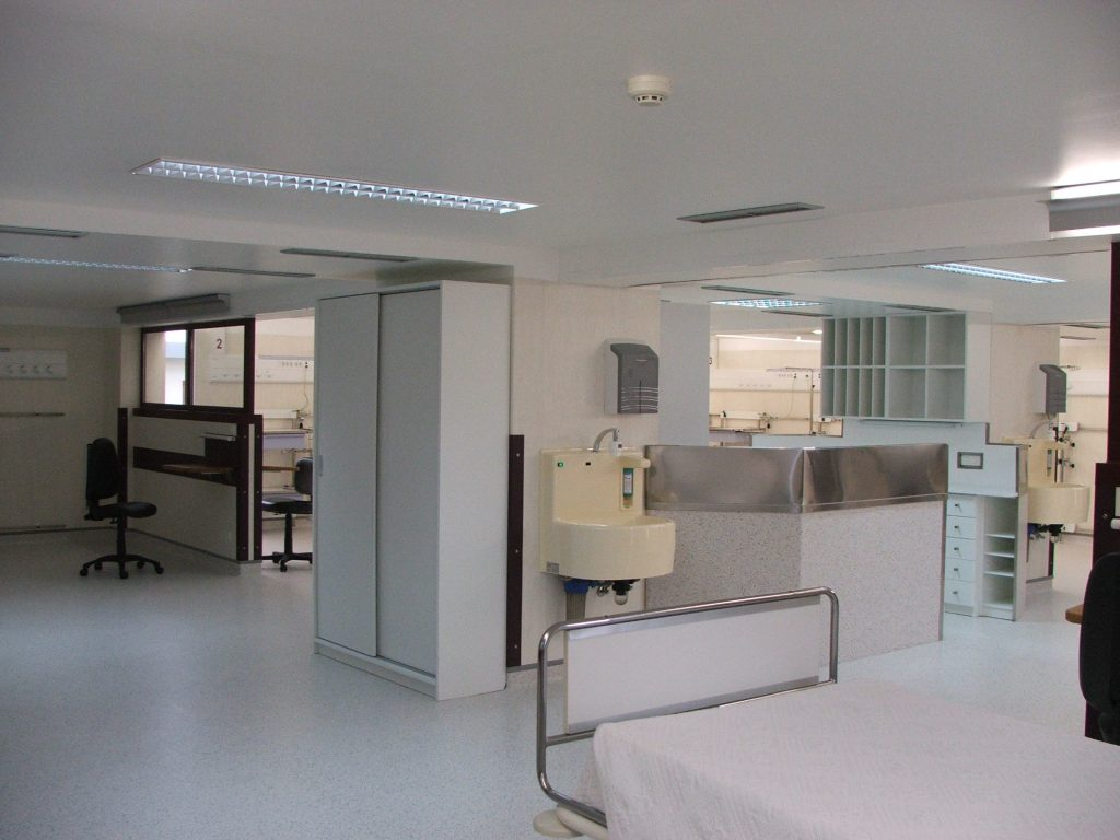 Renovation of the intensive care unit at Cruz de Carvalho Hospital